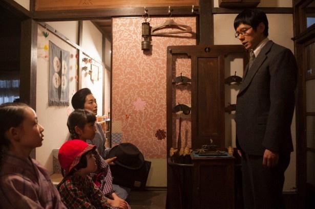 竹蔵は月に一度のお出掛けができなくなったことを家族に告げる