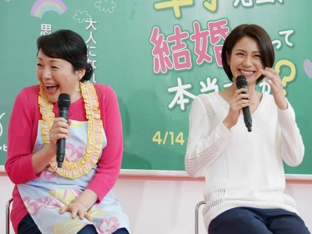 松下の母親役の松坂慶子は、尾藤イサオと夫婦役。「林家ペーパーさんのような雰囲気でっていうふうに(演じています)」と笑顔を見せた