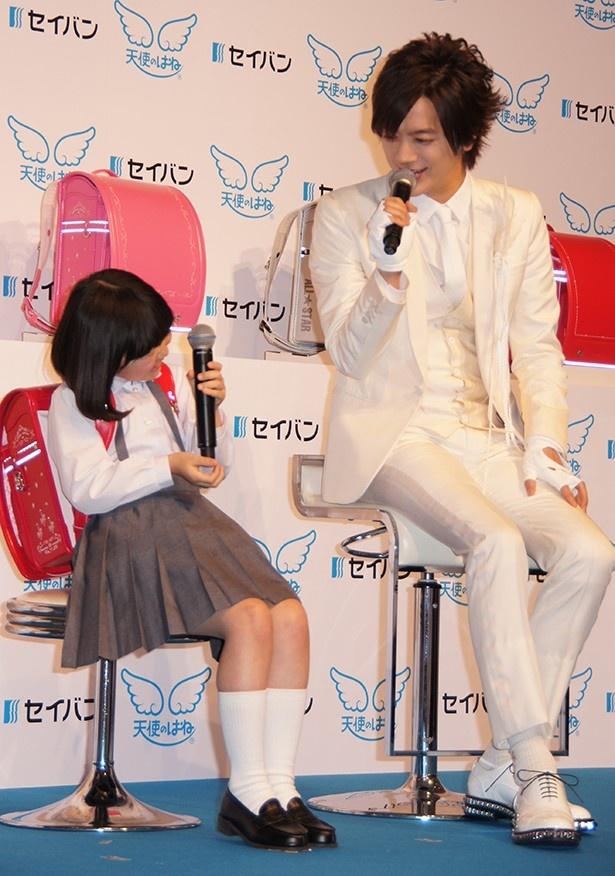 あいさつがしっかりできた石井心咲さんに「よちよち」と褒めるDAIGOだが、「赤ちゃんじゃない!」と拒否られる場面も