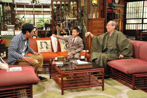 【写真を見る】松之助の孫・明石家ぽんた(中央)はテレビ初登場