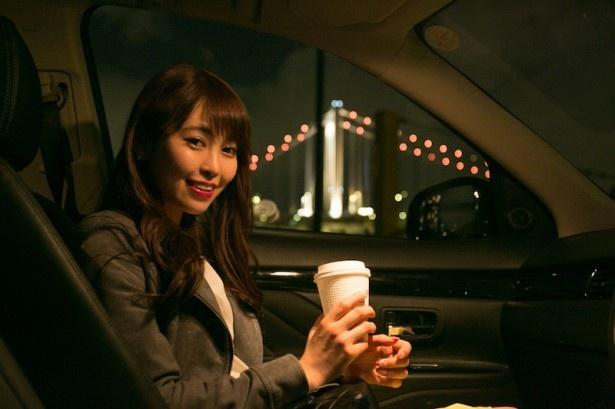 キレイな夜景とコーヒーがあれば車の中がカフェになる!?