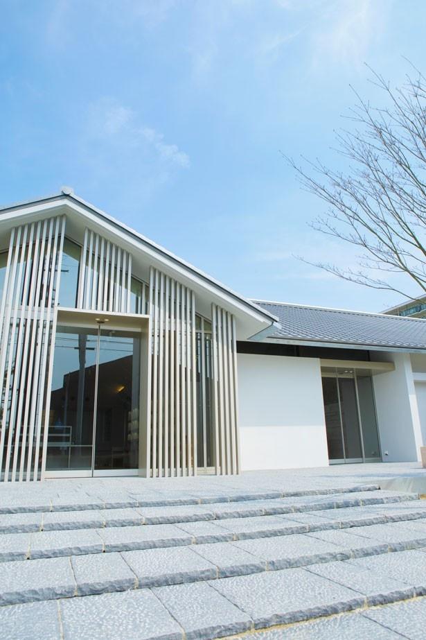 酒蔵の街の景観にふさわしい姿を、日本建築の美しさで表現した