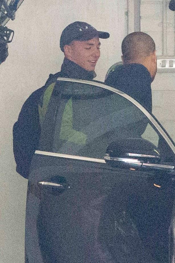 【写真を見る】笑顔でマドンナの家から立ち去る息子のロッコ