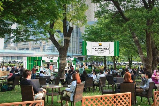 ハイボールや絶品メニューが味わえる屋外カフェ「ワールドウイスキーハイボール ミッドパーク カフェ」