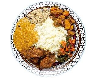 「すりらんかごはん ハルカリ」本格的なスリランカカレーが味わえる「本日のすりらんかごはん」
