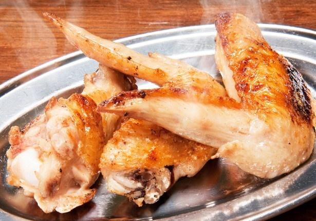 肉汁したたる「手羽先・手羽元焼き(3本)」(453円)はジューシーな味わい