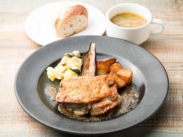 平日限定の「デイリープレートランチ」(850円)。九州の食材を使用したメインは、日替わりとなる