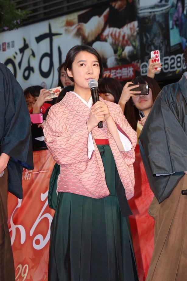 淡いピンクの袴がよく似合う!