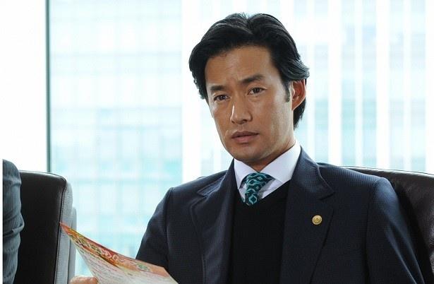 4月21日(木)スタートの「グッドパートナー 無敵の弁護士」で主演を務める竹野内豊は、企業法務専門の弁護士役に挑戦