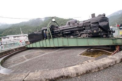 三峰口駅では転車(方向転換)が見られる