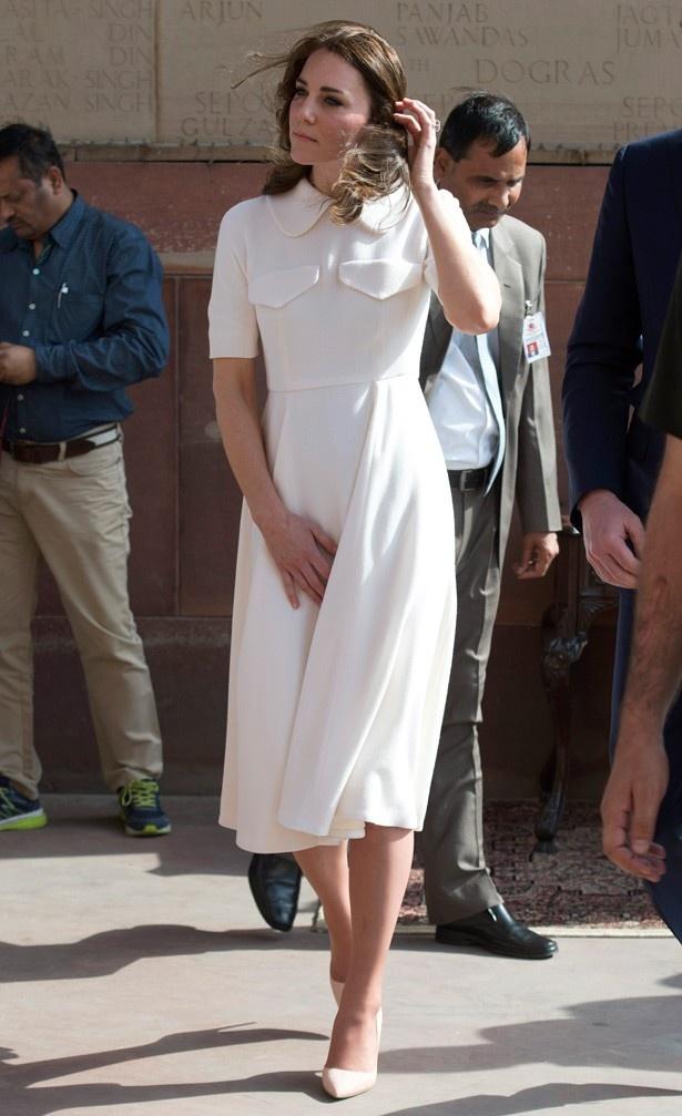 2日目はエミリア・ウィックステッドの白いドレスで登場