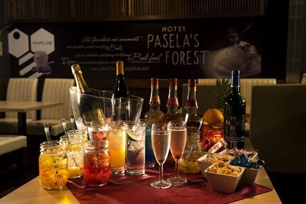 BARコーナーではスパークリングワインなどアルコールが飲み放題。生ハム、自分で作るラーメンなどが食べ放題!