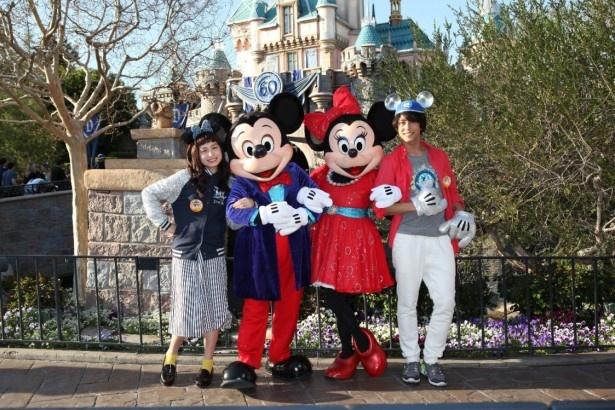 「世界のディズニーリゾートへGO!」の番組MCに決まったトミタ栞(写真左端)と佐野岳(右端)