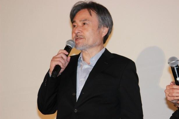 メガホンをとった黒沢清監督