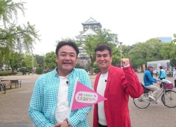 【写真を見る】石原良純(右)もスタジオを飛び出し、たむらけんじ(左)のロケに参加