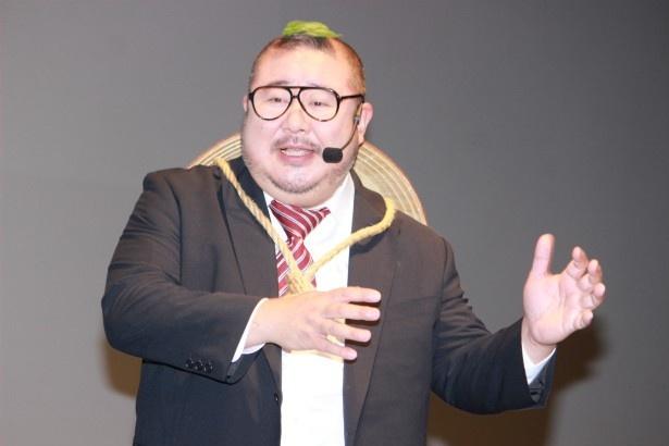 日本オリジナルキャラクターのタヌキ、マイケル・狸山役の声優を務めた芋洗坂係長