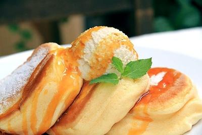 ふわふわ食感の「幸せのパンケーキ」(税抜1100円)