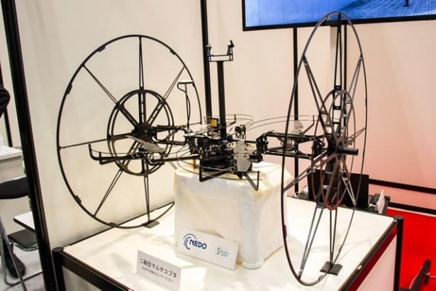 橋の点検のために開発された、車輪が付いているドローン「二輪型マルチコプタ」(FUJITSU)