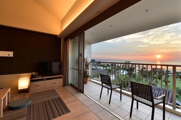 窓辺のテラスから眺める夕景は最高!石垣島の大自然を満喫しよう
