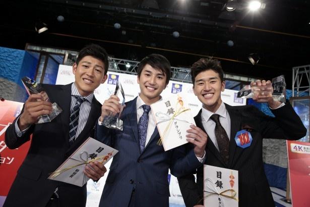 【写真を見る】写真左から、特別賞の増本、グランプリの神田、準グランプリの丞威
