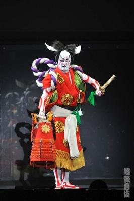 今回の「今昔饗宴千本桜」は、人気ボーカロイド楽曲「千本桜」と歌舞伎の代表的な演目の一つ「義経千本桜」がコラボしたもの