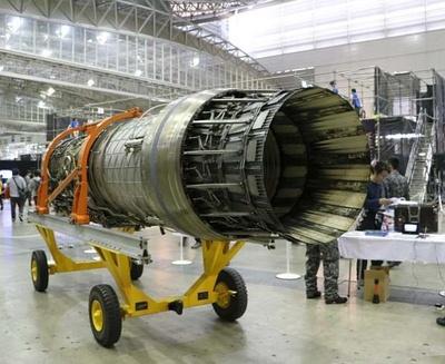 【写真を見る】現役戦闘機「F-15J/DJ」のジェットエンジンも!