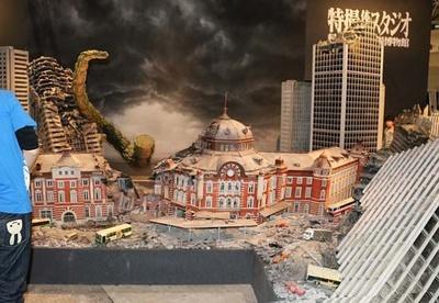 東京駅を壊滅させた怪獣になりきってみよう!