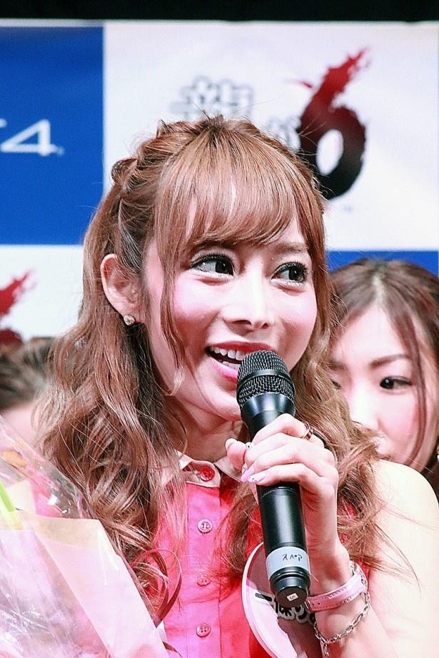 大阪ミナミの現役キャバクラ嬢・一條りおな。身長156cm。年齢非公開