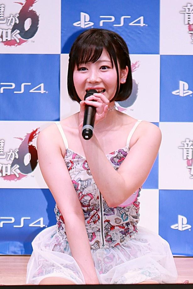 グラビアアイドルの潮田ひかる。身長156cm。22歳