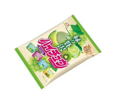 【写真を見る】緑色にこだわり爽やかなフルーツ4種類を厳選した「緑の贅沢ハイチュウアソート」(オープン価格)