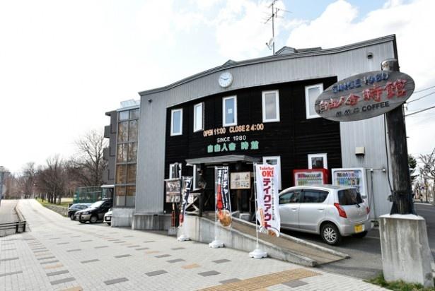昭和初期の学舎を連想させる外観