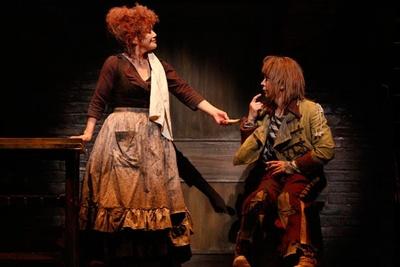 劇中の大竹しのぶ(写真左)と武田真治(右)