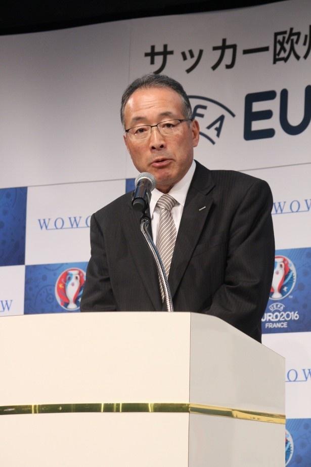 番組のコンセプトを説明する田中晃WOWOW代表取締役社長