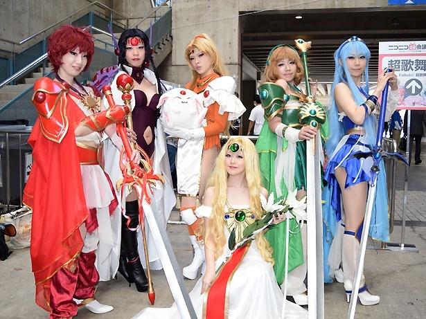 「魔法騎士レイアース」のキャラクターに扮した美人コスプレイヤーが一堂に集結!