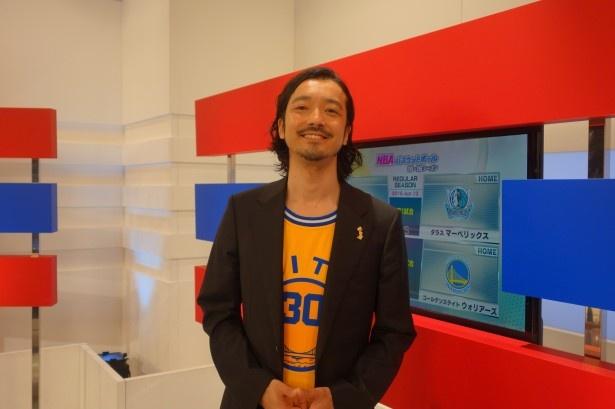大のNBAファン!金子ノブアキが、応援し続けるチームへの思いと現地での観戦体験を語る
