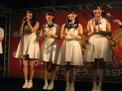 「ミライスカート」の左から児島真理奈・林奈緒美・相谷麗菜・橋本珠菜