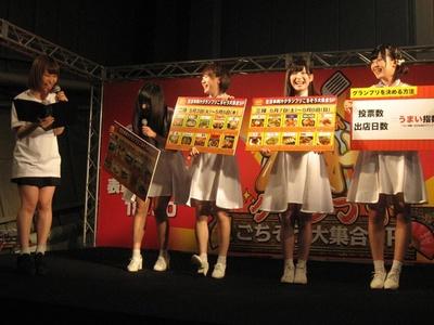シャンプーハット てつじのトークに島田玲奈(左)と、ミライスカートの4人も爆笑!
