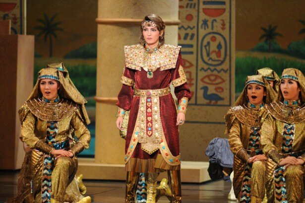 エジプトの将軍ラダメスを演じる朝夏まなとは佐賀市出身。地元への凱旋公演となる