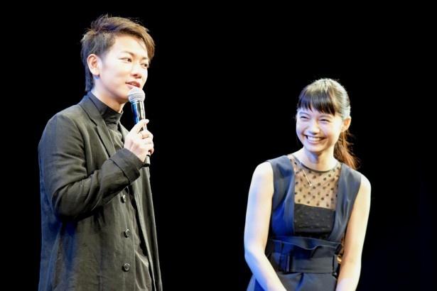 「世界から猫が消えたなら」イベント試写会にサプライズ登壇した佐藤健、宮崎あおい
