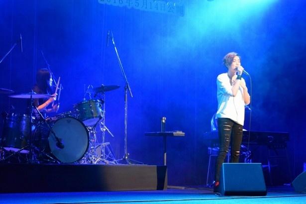 5月11日(水)に「ひずみ」でデビューする大型新人・HARUHIがライブを行った