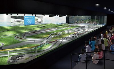 本館2回の鉄道ジオラマ。幅約30m、奥行約10mと日本最大級。橋梁やトンネル、変電所などの鉄道施設が再現され、多彩な車両が走り回る