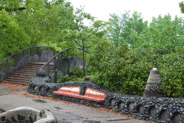こどもの森のメインゲートとなる「ワクワク広場」も1話で登場している (「国営昭和記念公園」)