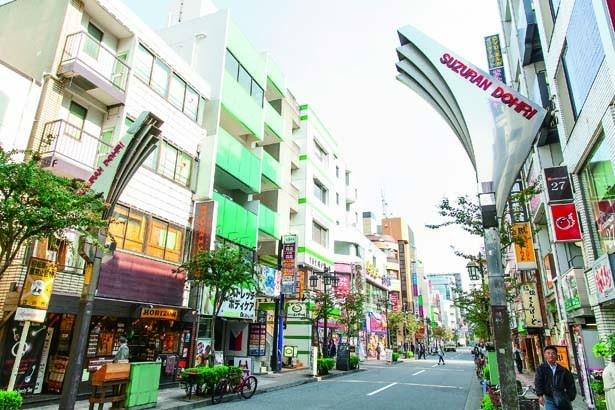 立川フラメンコや夏祭りなどさまざまなイベントを行っており、活気あふれる雰囲気の「すずらん通り商店街」
