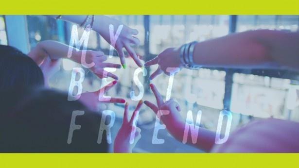 【写真を見る】本作は親友との友情を歌った誰もが共感できる楽曲となっている!
