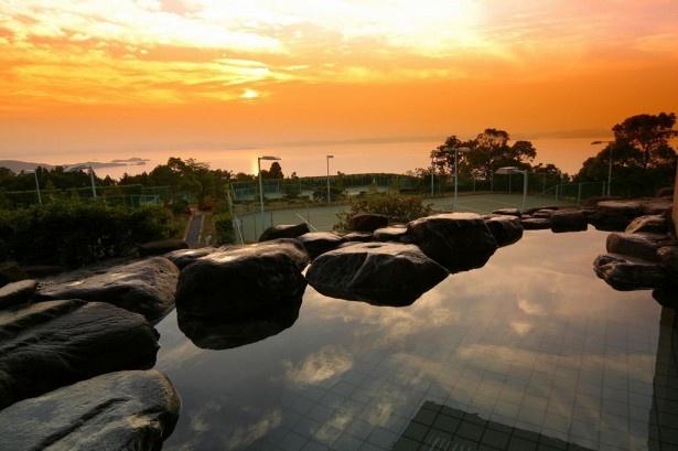 【写真を見る】日本夕陽100選に選ばれた絶景