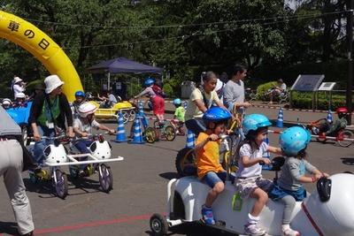 【写真を見る】「おもしろ自転車コーナー」は子供たちに大人気