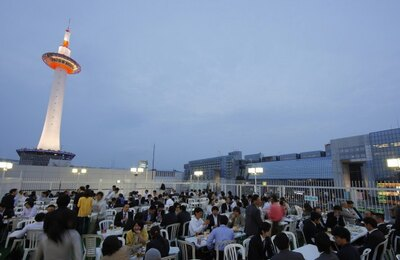京都駅とタワーの目と鼻の先