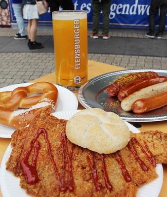 ボリューム満点のドイツ料理が勢ぞろい!シェアして色々な味を楽しもう