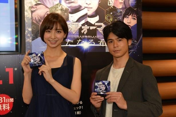 篠田麻里子(左)と菅谷哲也(右)が「テラフォーマーズ/新たなる希望」配信記念イベントに登場