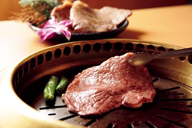 薩摩 牛の蔵の「薩摩牛 大判焼肉 」(1400円)。自慢の鹿児島黒毛和牛を120gの大判焼肉で楽しめる/肉フェス TOKYO 2016 春